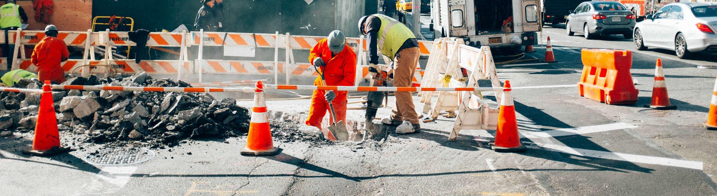 Des ouvriers sur un chantier de travaux publics